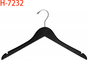 7232 17'' Flat Top Black Wooden Hanger w/ Notches